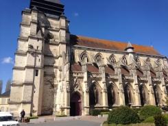 Egaies Saint-Michel du XVème siècle. On peu y voir de nombreux impacts de balles, reçues durant le mois d'août 1944.